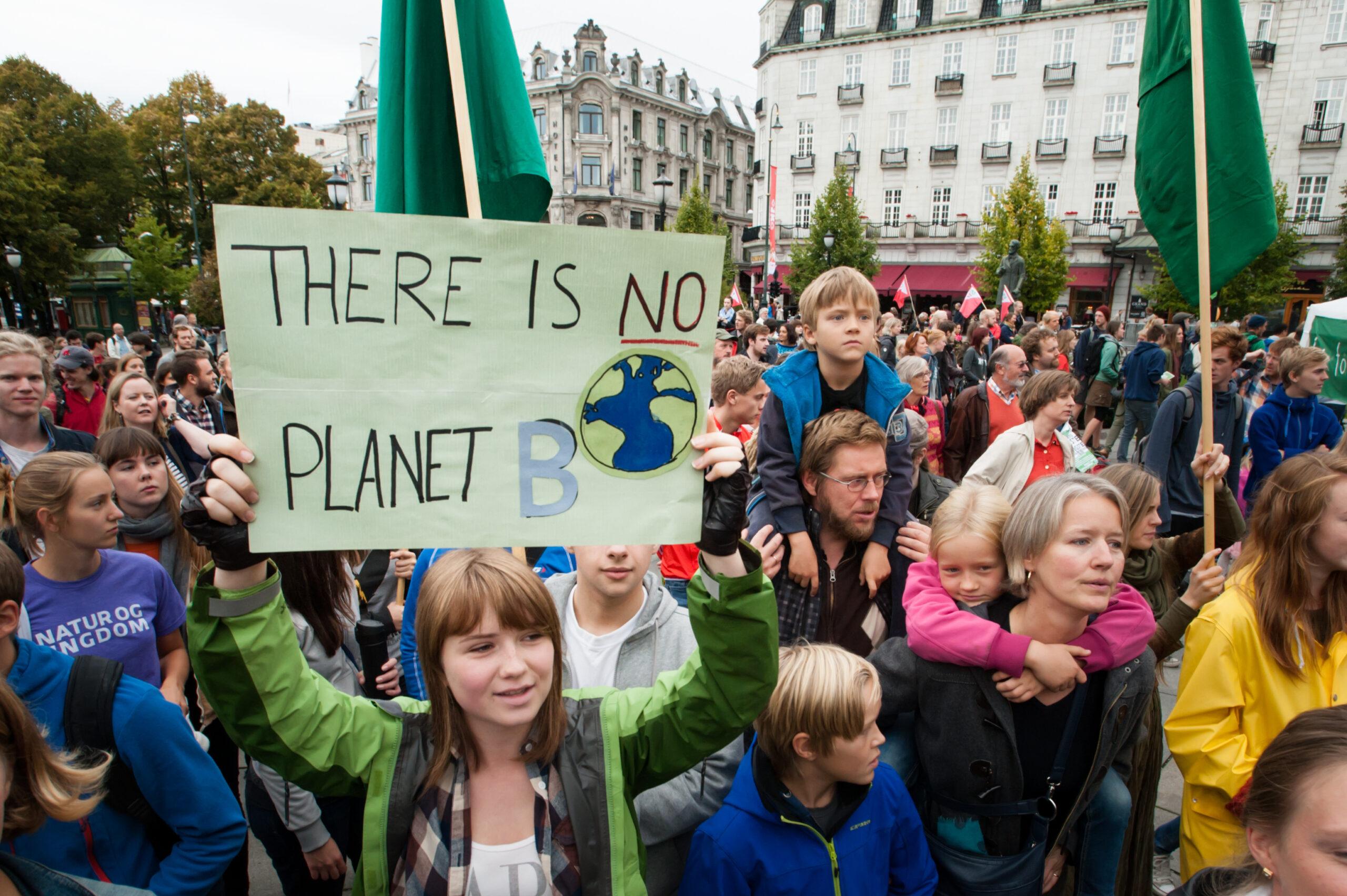 Исследование: 60% молодых людей опасается за свое будущее из-за климата